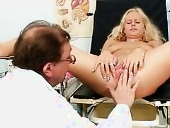 Gorgeous Blond Babe Pussy Gyno E...