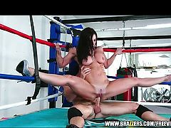 Flexible Kendra Lust gets railed