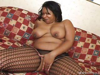 chubby ebony beauty gets eaten out