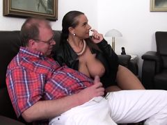 XXX Omas - 	German MILF Sexy Susi in German threesome