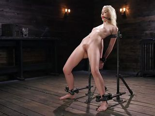 chloe cherry gets loud when she's cumming