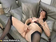 Experienced mature lady loves to finger part6