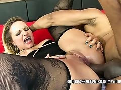 Latina MILF Maryana Kriguer gets fucked in the ass